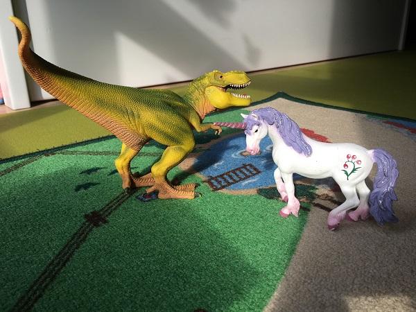 Schleich Einhorn und Dino sagen sich gute Nacht ;-)