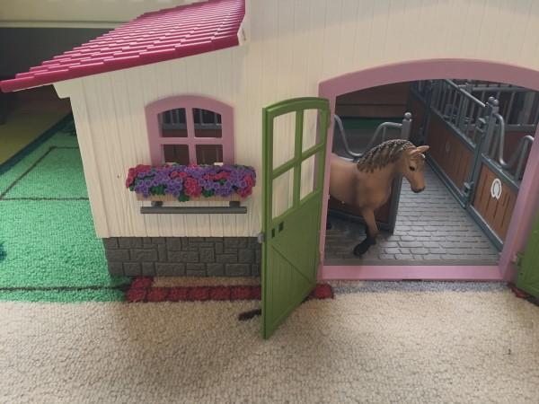 Schleich Pferdehof gibt es mit viel Zubehör